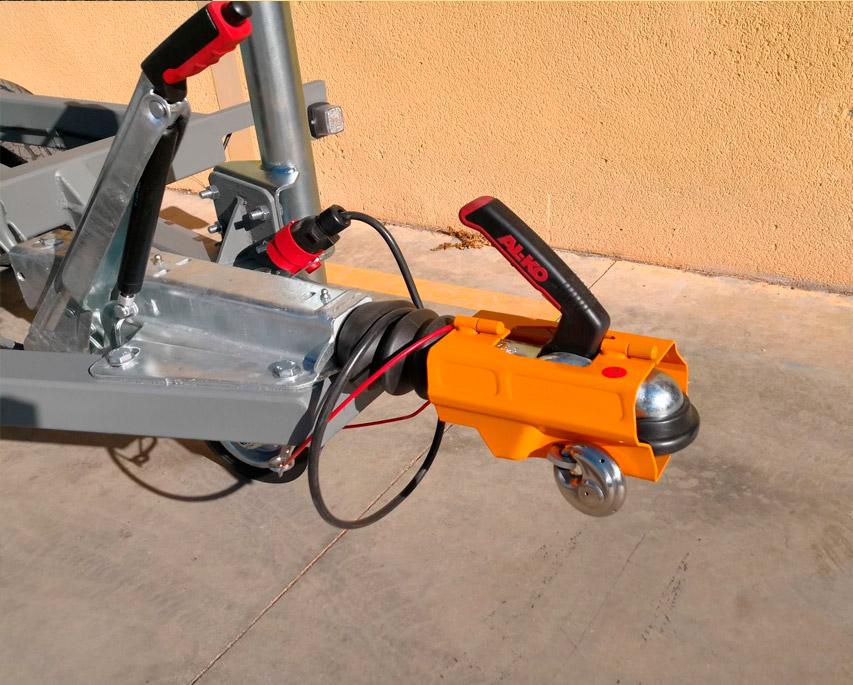 Remolque basculante con 2 ejes alko, ruedas por debajo