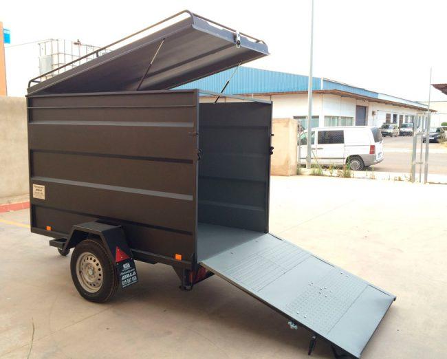 Remolque-furgon-con-puerta-rampa