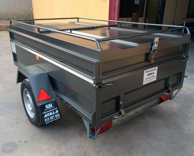 Remolque-tipo-furgon-cerrado-con-tapa-elevable